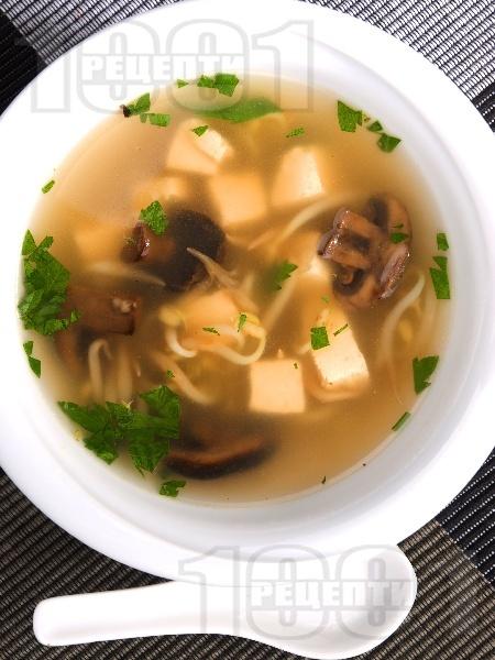 Тайландска супа с тофу, гъби печурки и соеви кълнове - снимка на рецептата